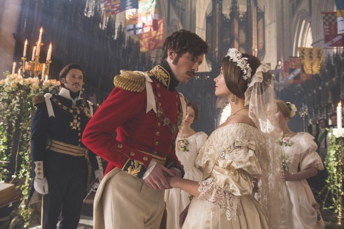 Джена Коулман и Том Хюз като кралица Виктория и принц...