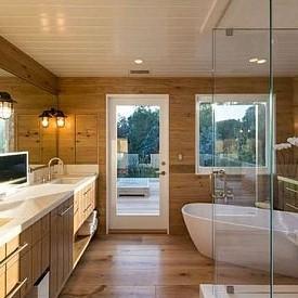"""Синди Крауфорд  В дома си в Малибу, който е на брега на морето, Синди Крауфорд разполага с отделна """"родителска"""" баня с модерен интериор и красива гледка."""