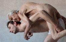 """Изложба """"Мигновения"""" е нестандартен поглед към женското тяло"""