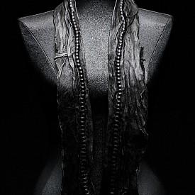 Зора Романска - маншети с кожен шал